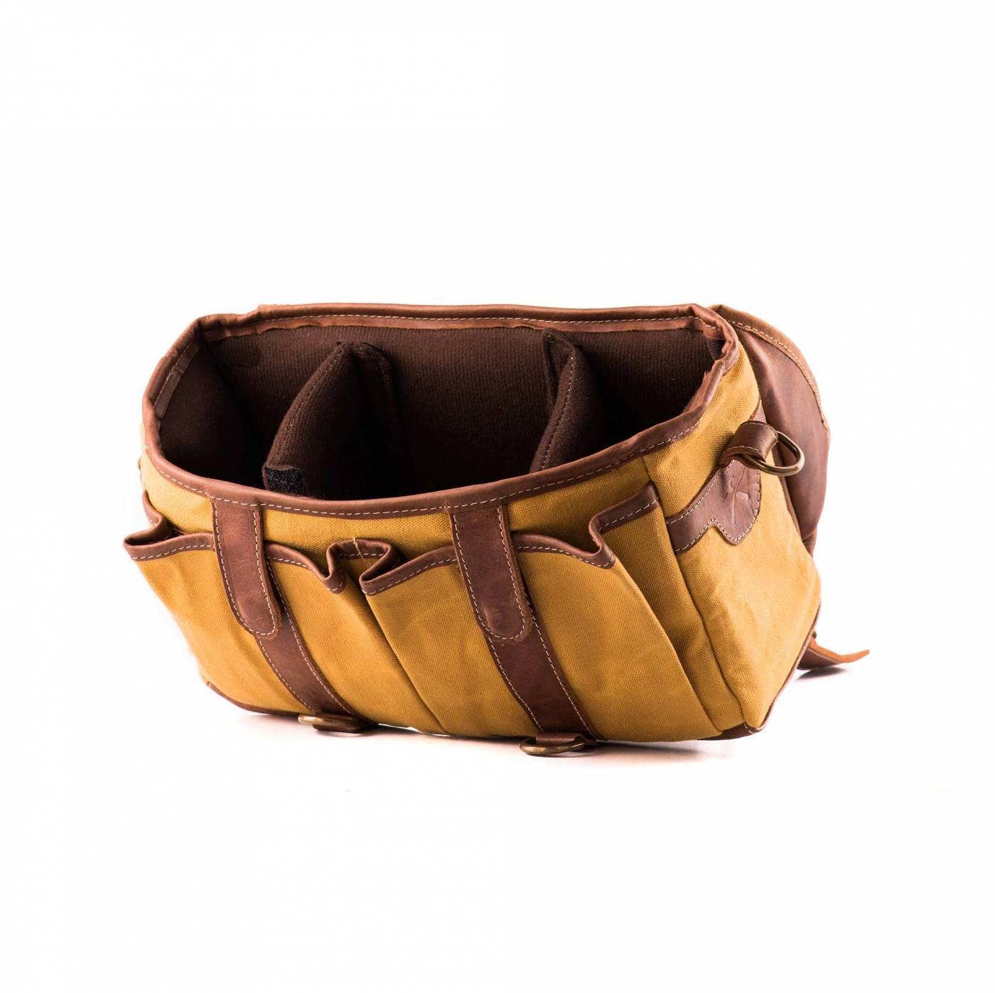 Bolsa Penny Material e cor: Couro Café Rústico / Lona Amarela