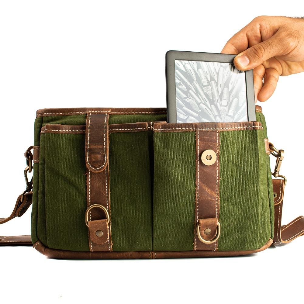 Bolsa Penny Material e cor: Couro Café Rústico / Lona Verde