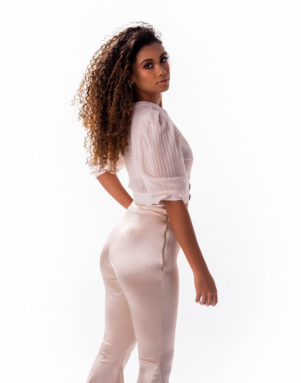 Blusa manga ampla com pregas