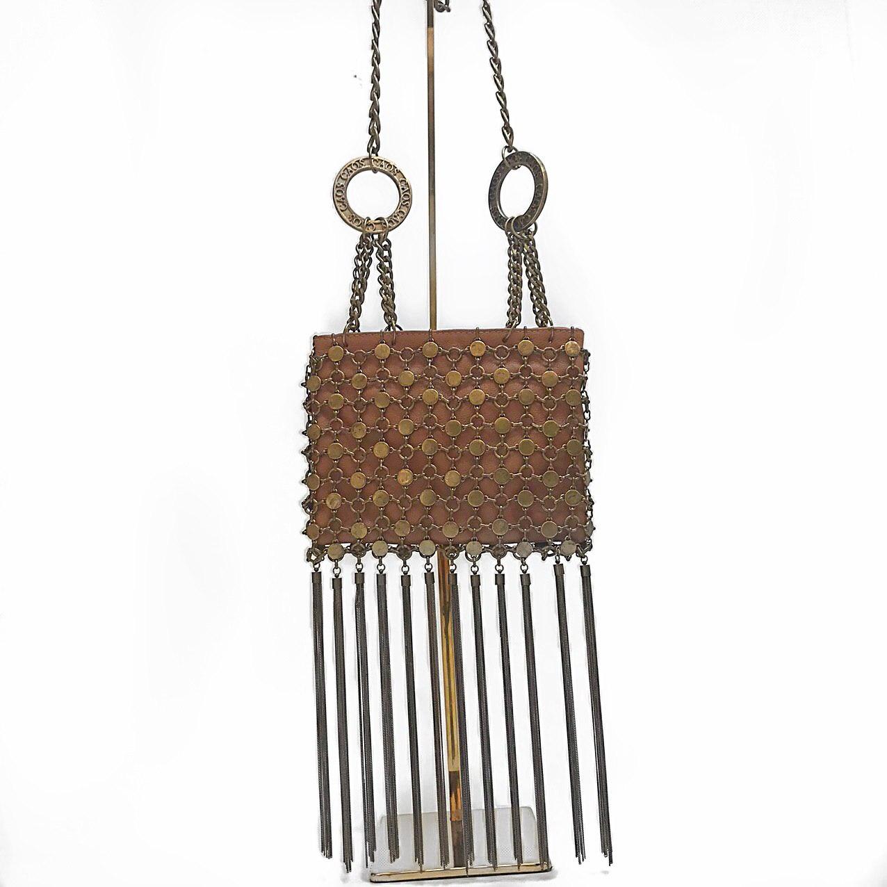 Bolsa com elos de metais e franja