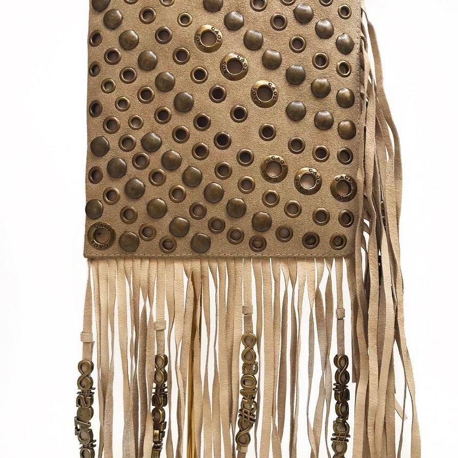 Bolsa de couro com franja e ilhós