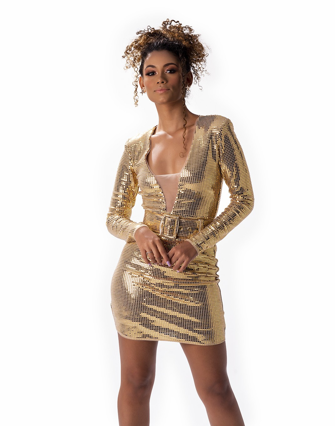 Vestido de paetê curto com cinto