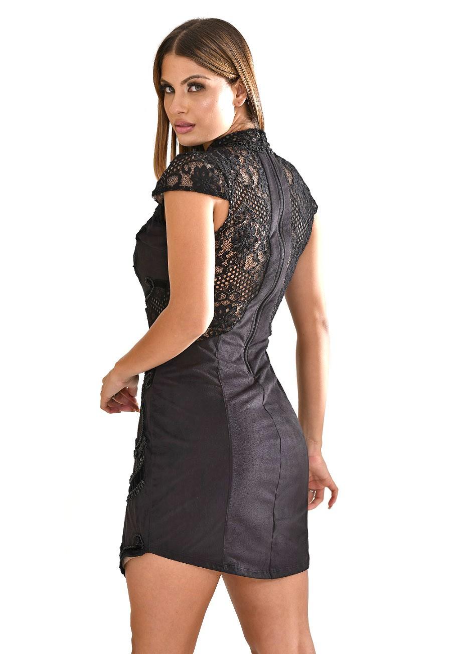 Vestido de suede com decote de tule e bordado