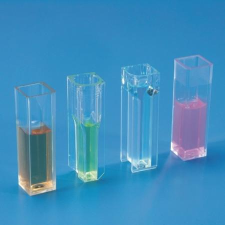 Cubeta para espectrofotometria em PS óptico - 4 faces óticas 4,5 ml - Cx 100 pçs - Kartell - Cód. 9933313
