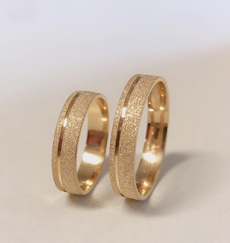 Par de Alianças de Casamento Afrodite Ouro 18k Diamantado com Friso e Brilhante 4 mm 4g Ouro Rose