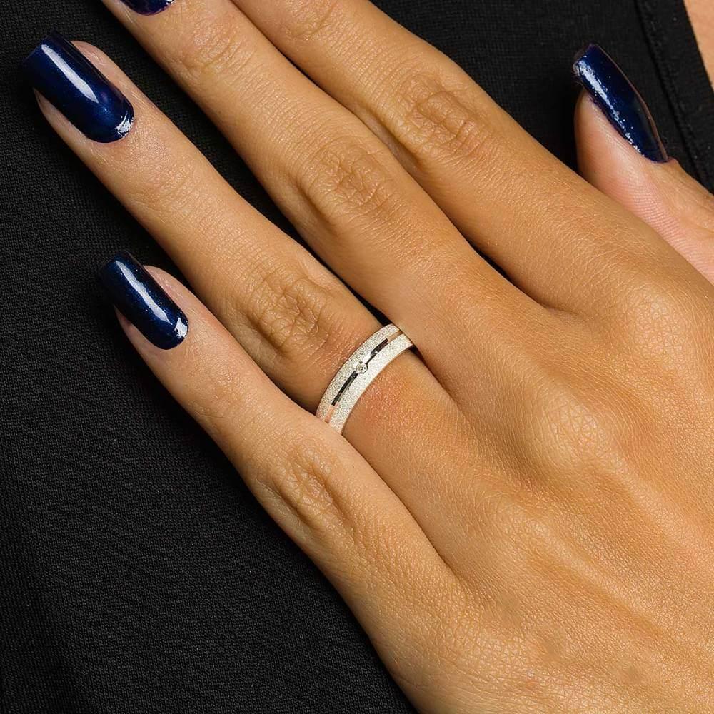 Par de Alianças de Namoro Monet Prata Abaulada Diamantada com Friso e Brilhante 5mm 8,5 g