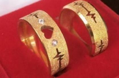 Par de aliancas de Ouro com coracao e batimento vazado e 10g
