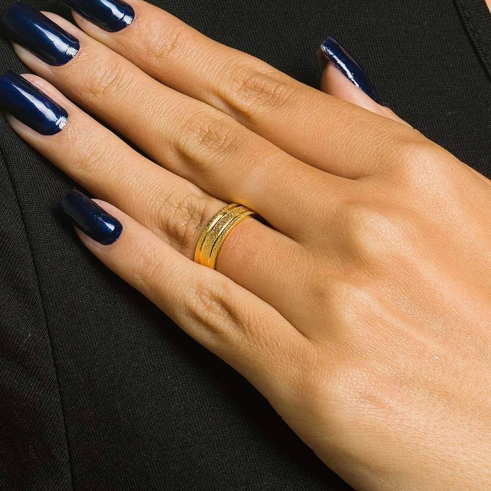 Par de Alianças de Ouro diamantadas de 6,5mm abauladas e 9,5 gramas