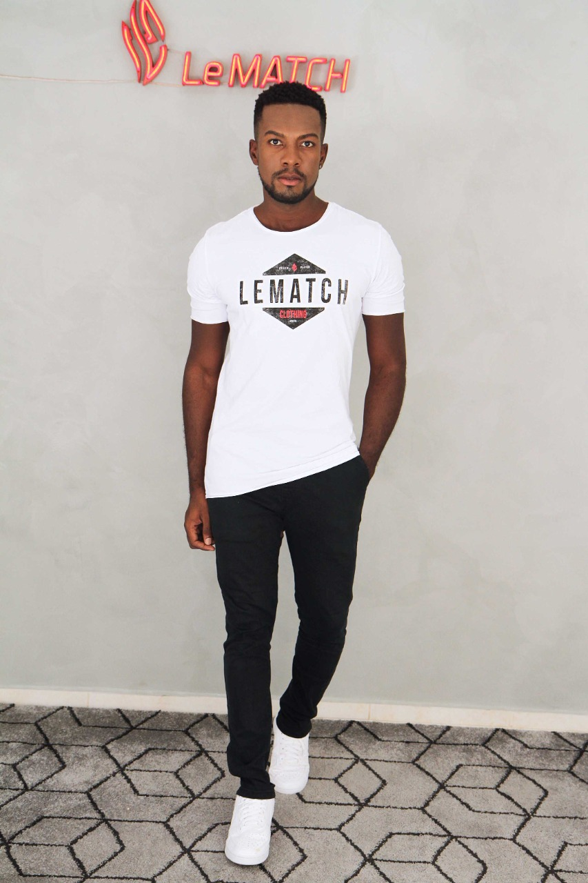 Camiseta Branca Pirâmide