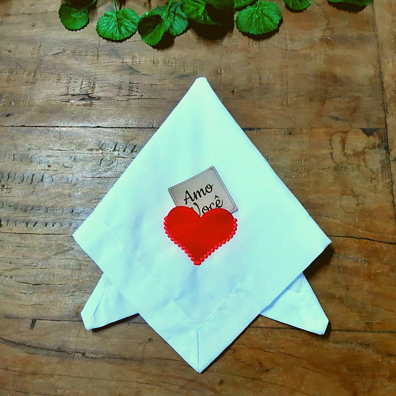 2 Guardanapos Canto Mitrado Bordados - Coração Envelope