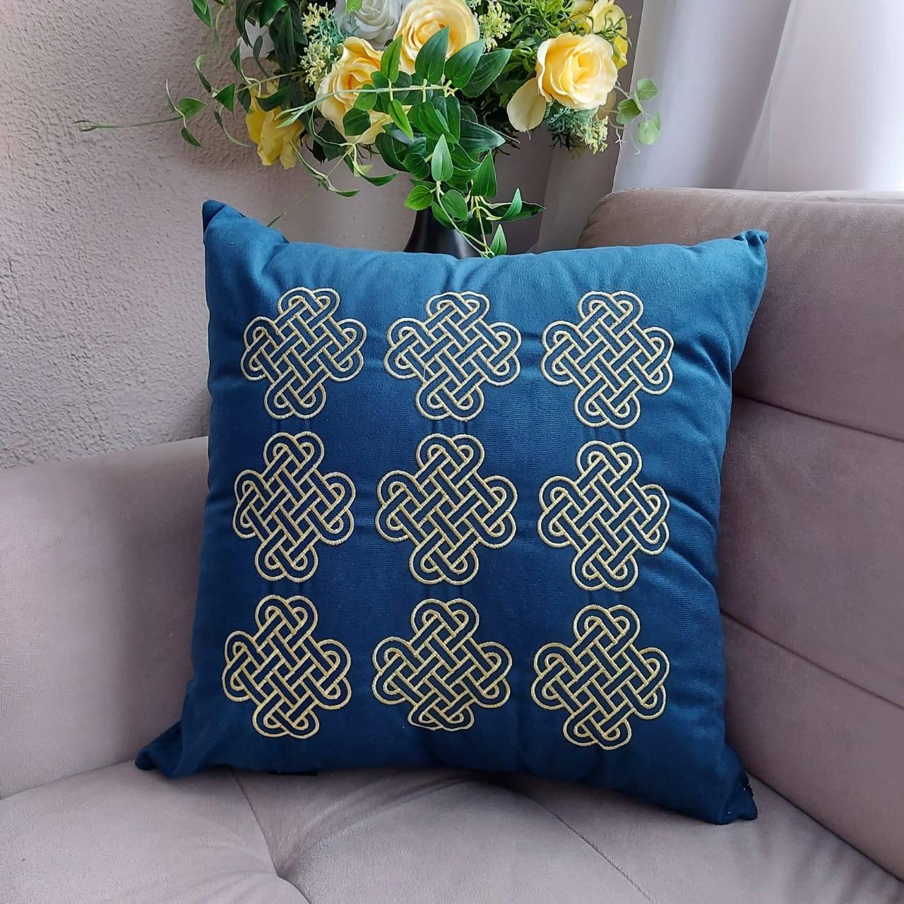 Capa de Almofada decorativa Bordada em Suede  Azul- Ouro A