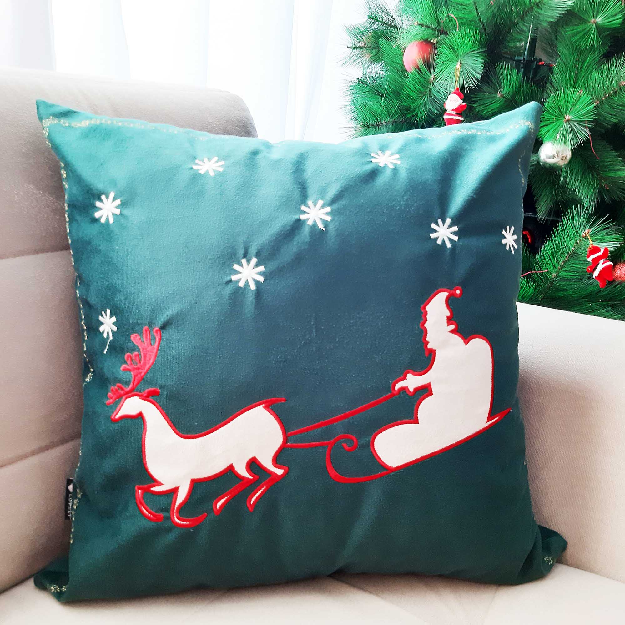 Capa de Almofada Bordada em Suede Verde Trenó Papai Noel