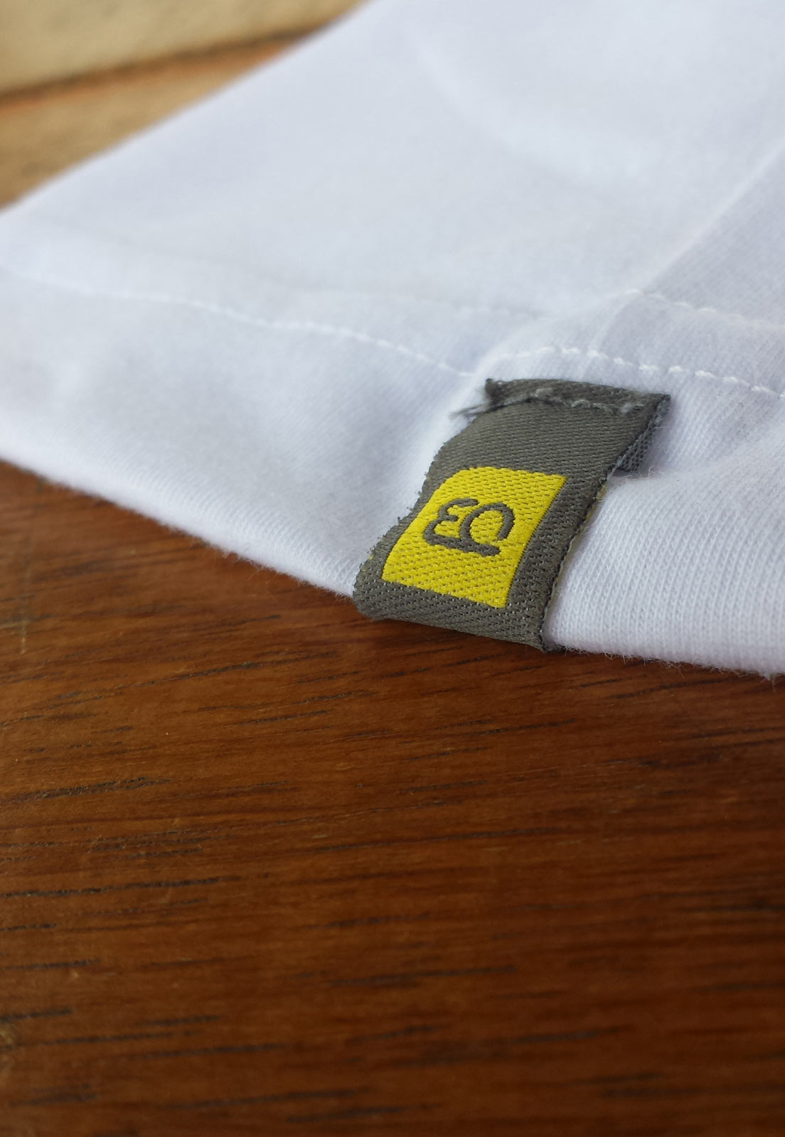 Blusa estampada branca logo textura do mar