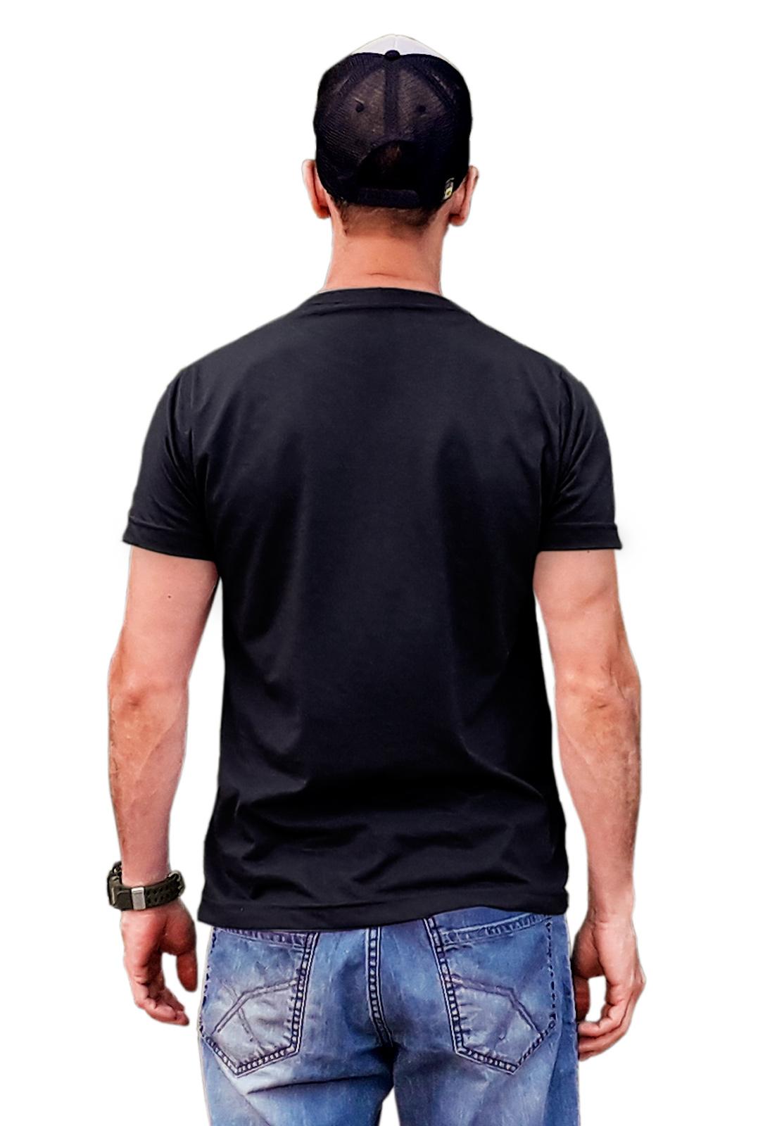 Camiseta básica sustentável preta que preserva