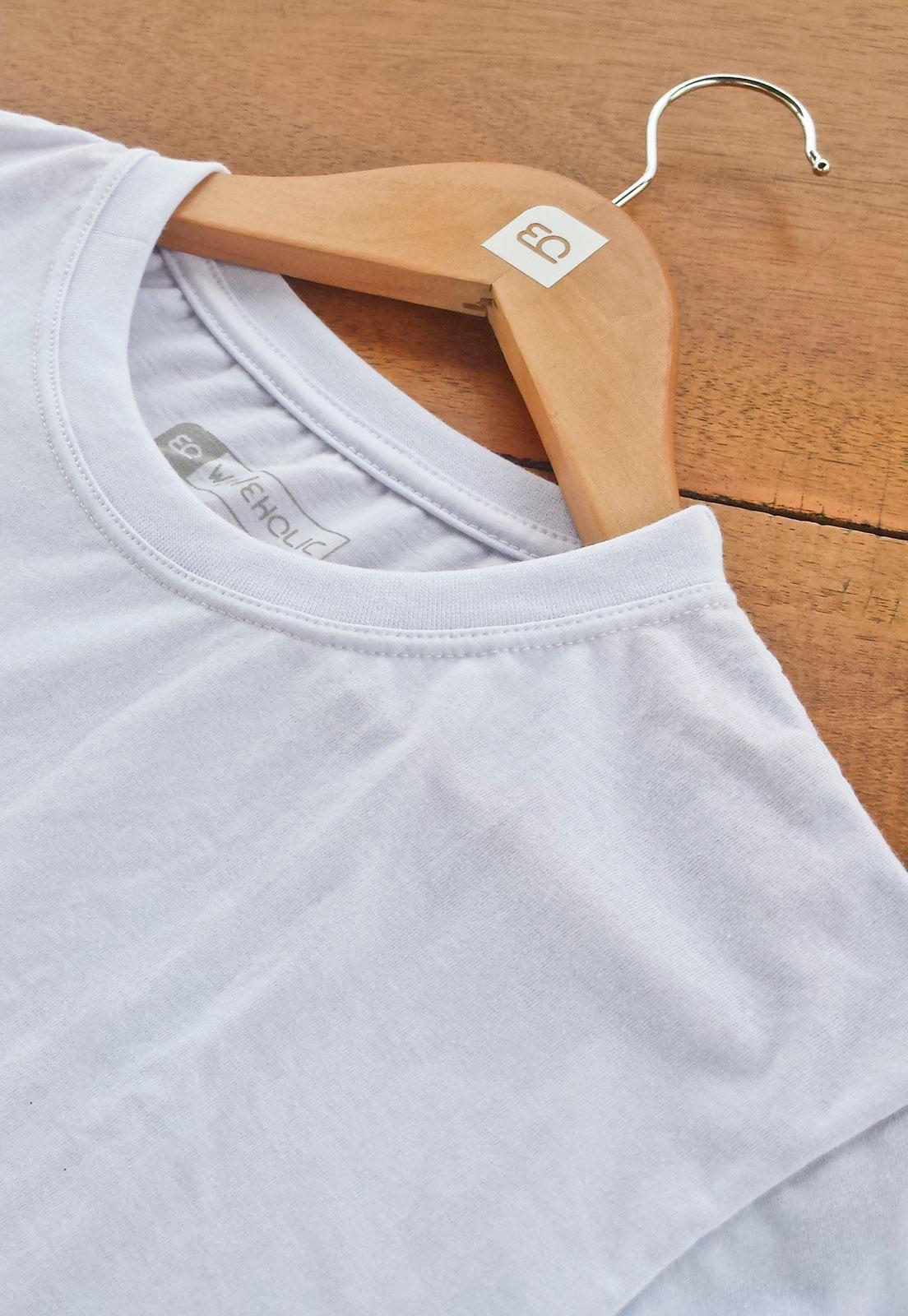 Camiseta estampada branca logo textura do mar