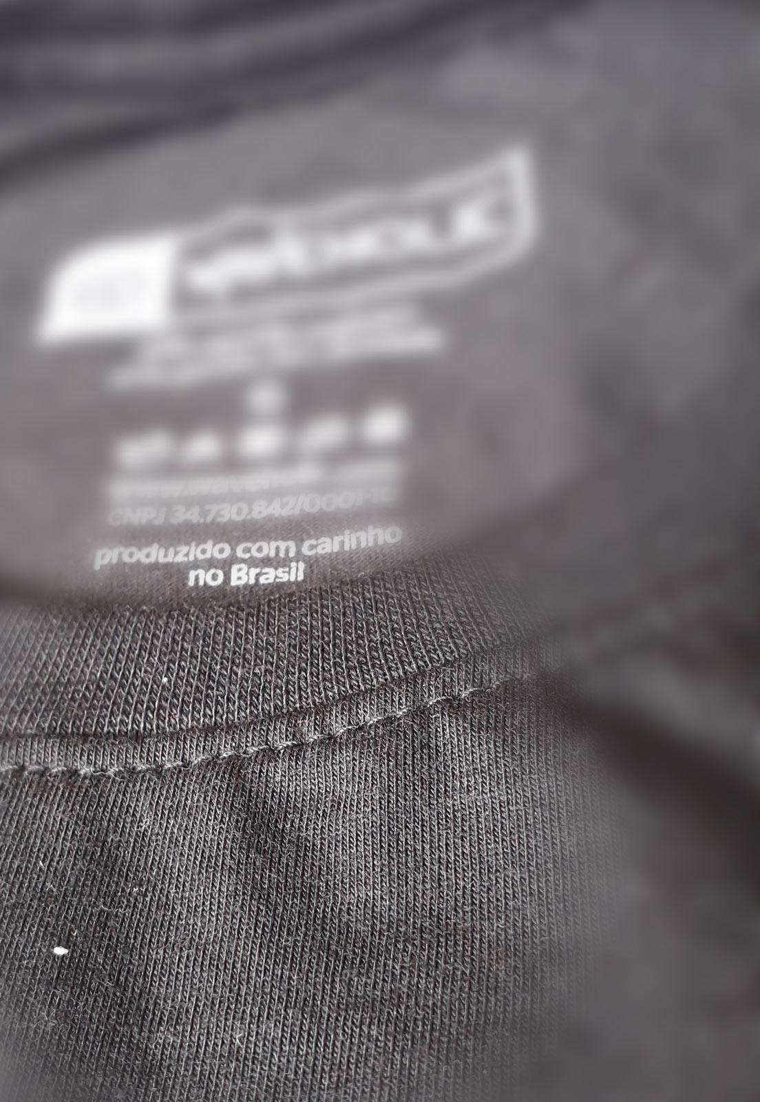 Camiseta estampada sustentável mar de coqueiros preta