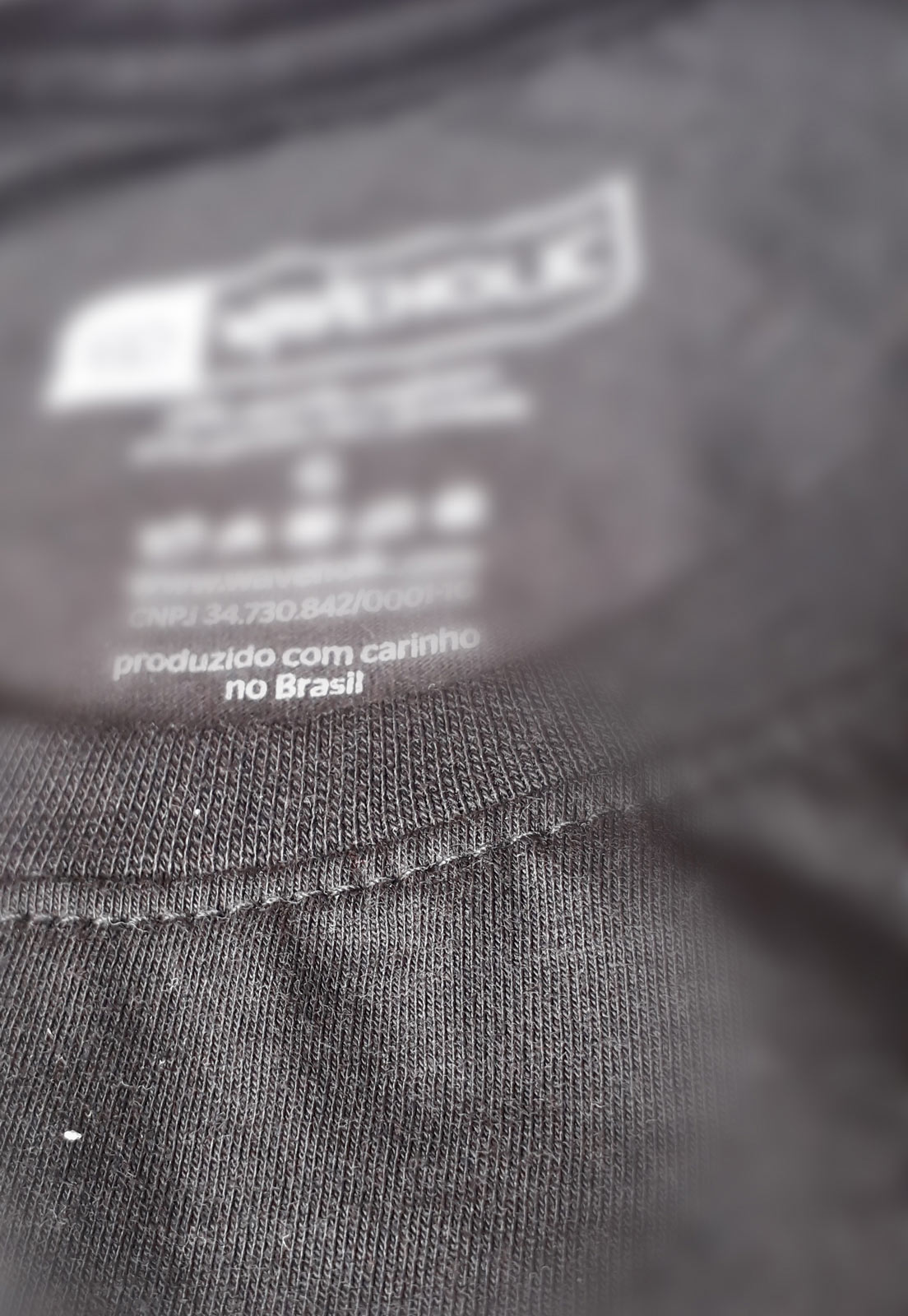 Camiseta sustentável com frase mar remar e amar preta