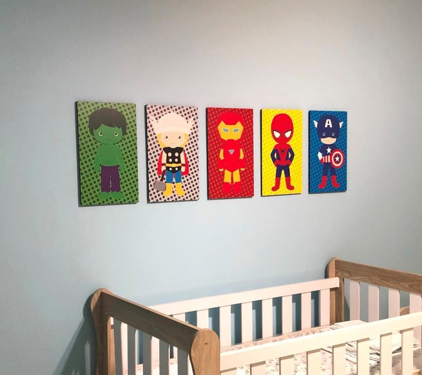 Quadro Decorativo Infantil - Kit 5 Quadros  Mini Vingadores - Hulk - Thor - Homem de Ferro - Homem Aranha - Capitão América