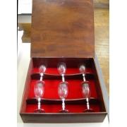 Conjunto de taças / cálices de vinho branco em caixa de madeira (CNJ039)