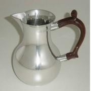 Jarra com alça de madeira para leite/água (P228B)