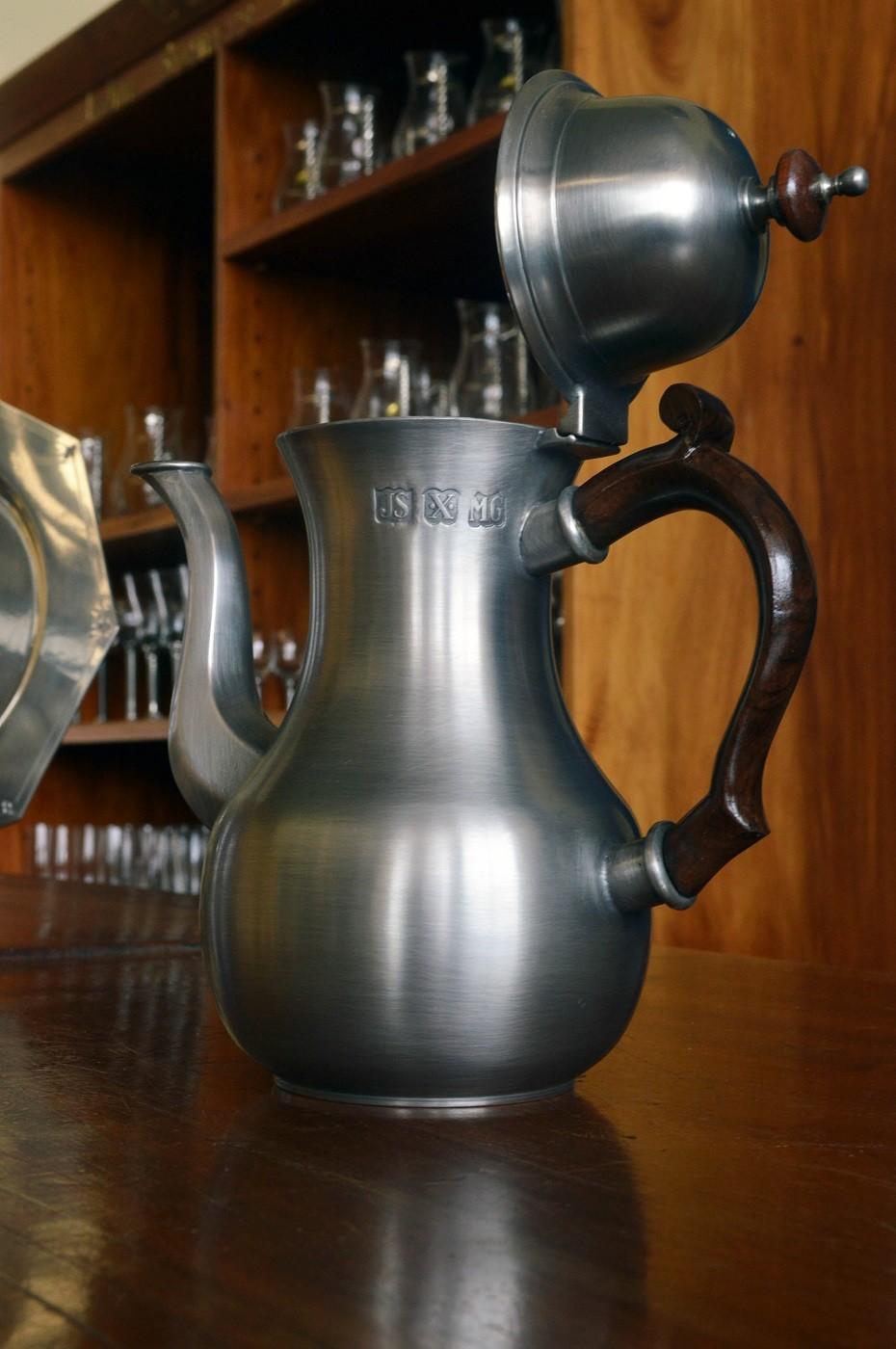 Bule de café com alça de madeira (P203)