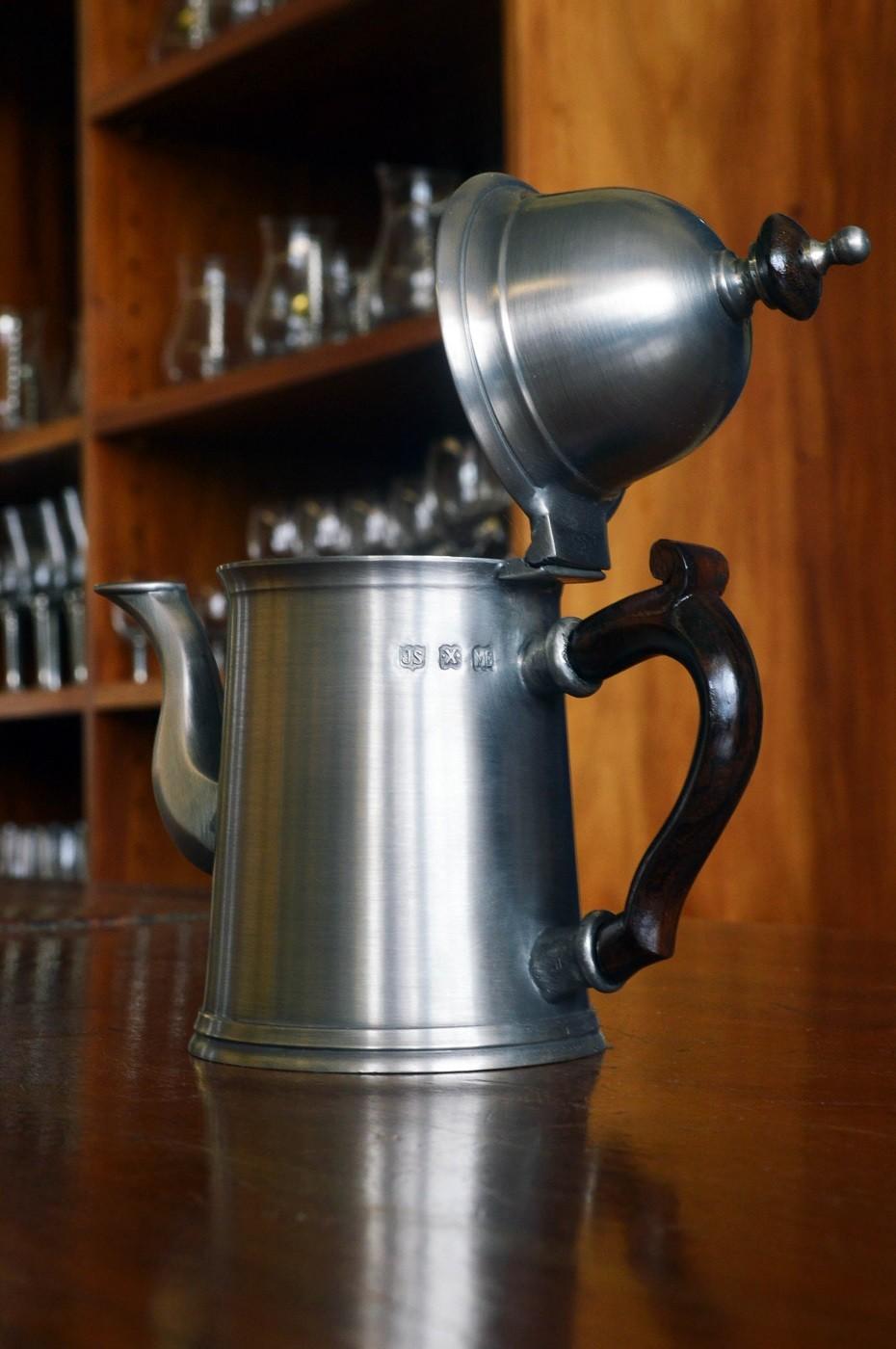 BULE DE CAFÉ COM ALÇA DE MADEIRA h: 15cm (P218D)