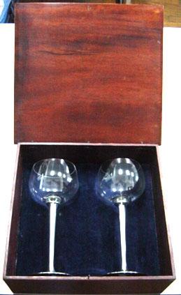 Conjunto de taças de bourgogne ou gin em caixa de madeira (CNJ044)