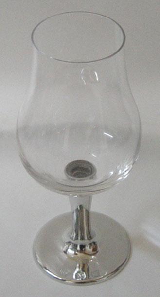 Taça de cristal para cachaça, com capacidade de 140 ml com haste de estanho tipo lisa (P426N18)