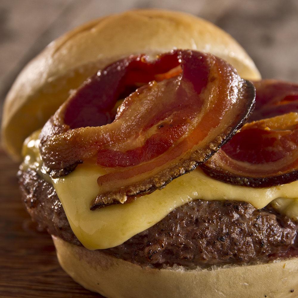 Bacon Redondo em Fatias Artesanal 250g F.A. Defumados  - FADEFUMADOS
