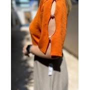 blusa com detalhes de pérola na manga