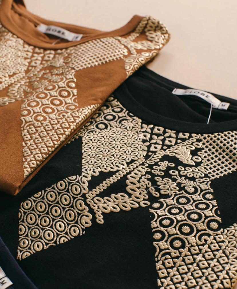 Blusa de malha da globe com detalhes dourados