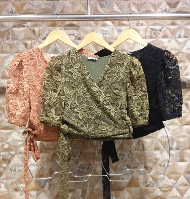 blusa de renda transpassada