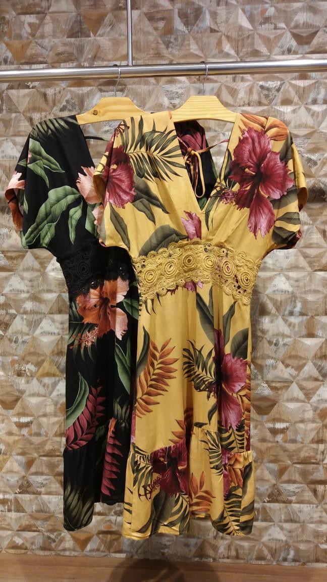 vestido estampado tecido decote V