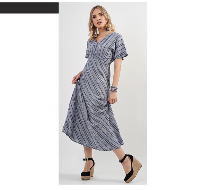 Vestido longo de linho listrado