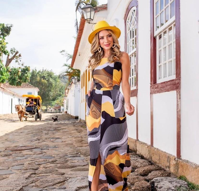 Vestido longo estampado alça larga com fenda discreta e bolso