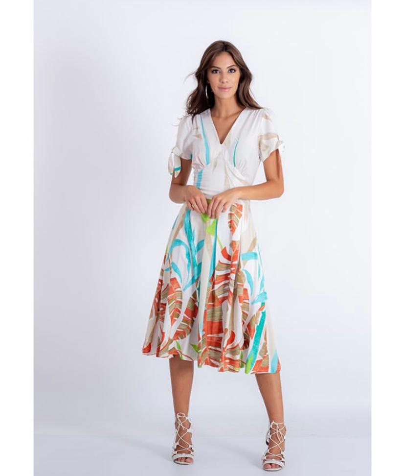Vestido plissado com detalhes de amarração