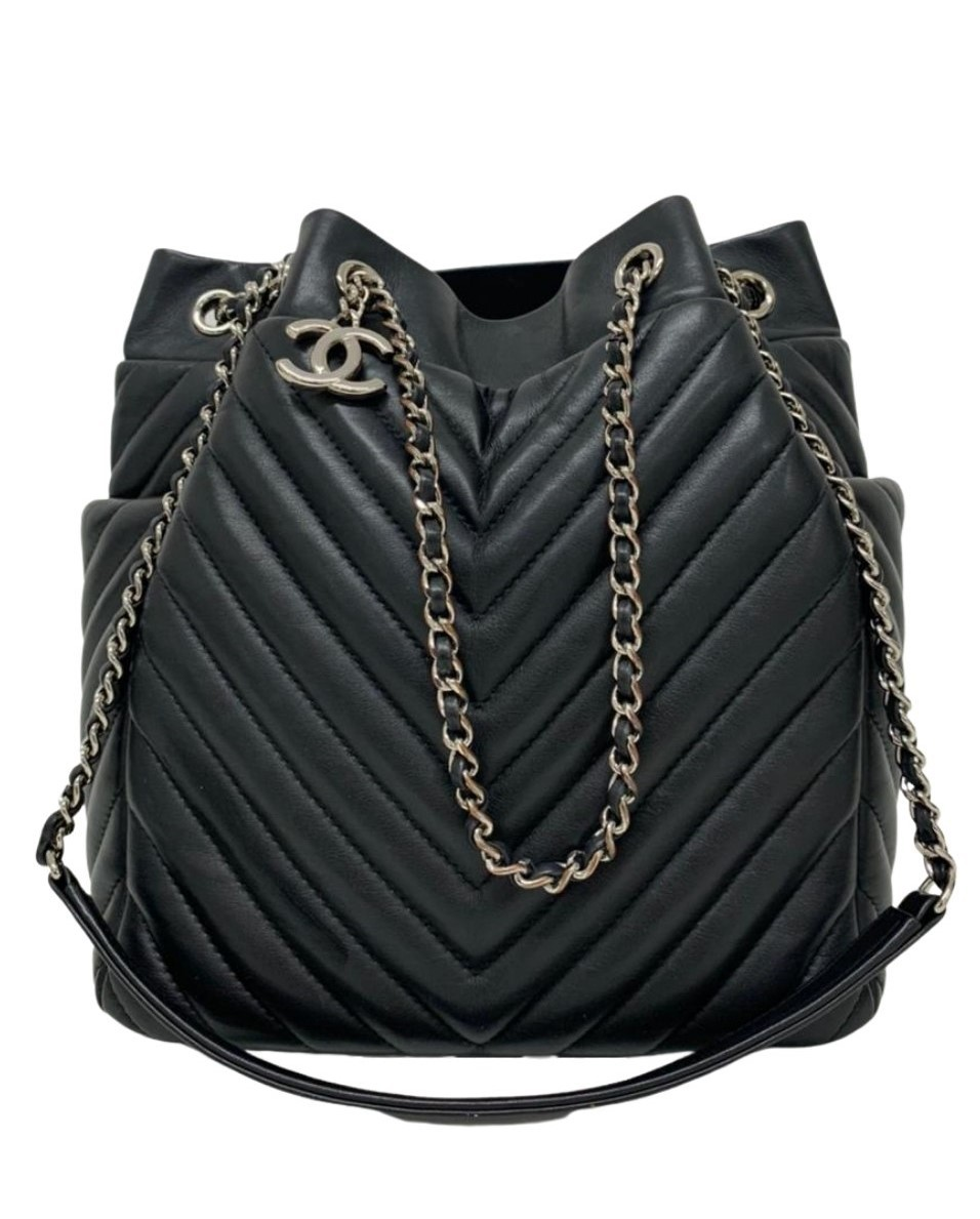 Bolsa Chanel Drawstring Chain Bucket Preta