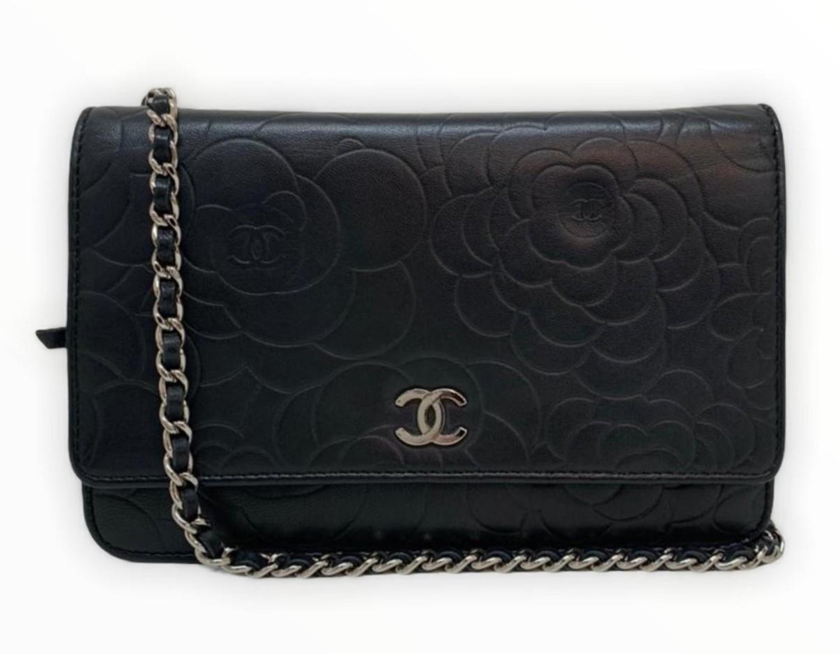 Bolsa Chanel WOC Camellia Preta