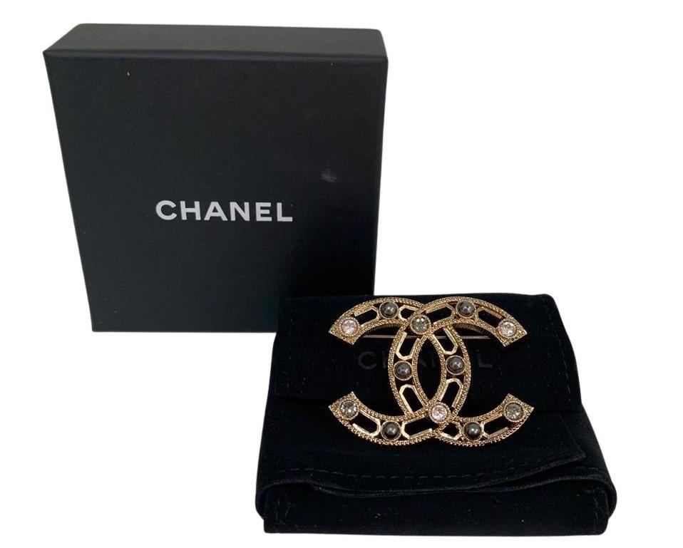 Broche Chanel Dourado