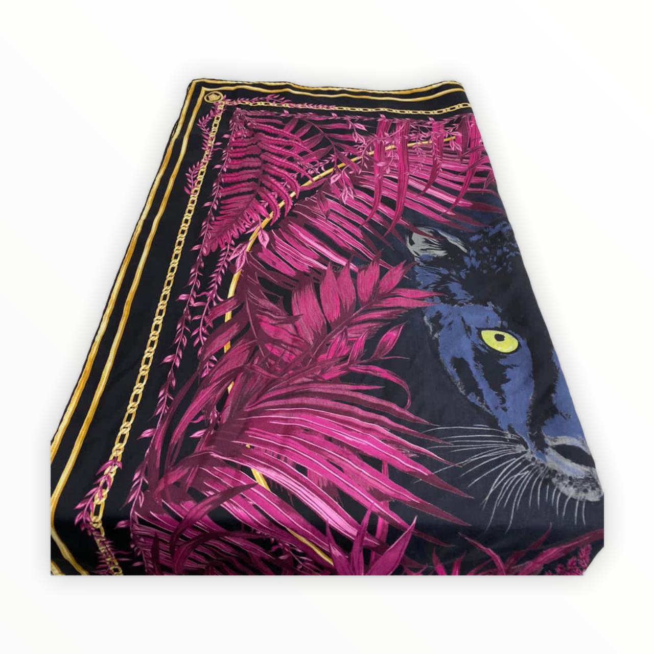 Lenço Versace com Estampa Tiger