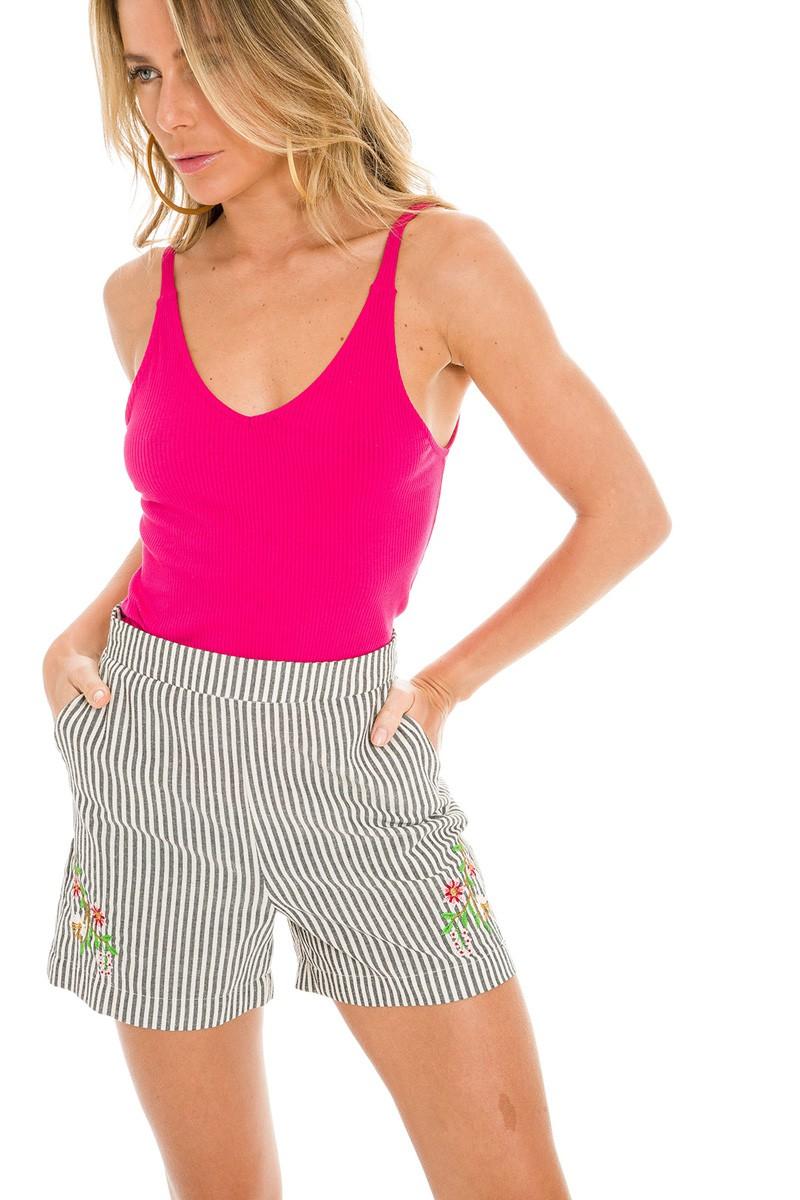 Shorts listrado bordado