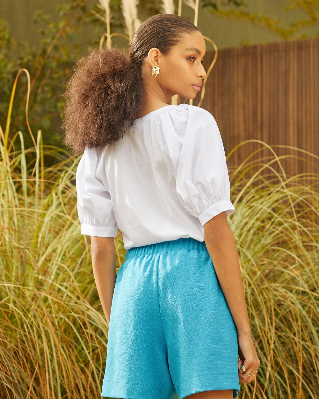 Blusa de malha, mangas de tricoline e detalhe em silky