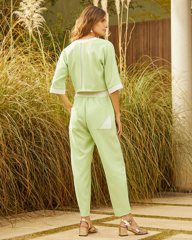 Conjunto Blusa e Calça Bicolor Detalhe Pespontos