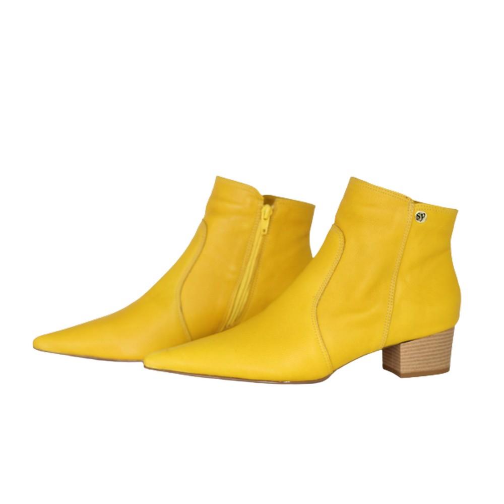 Bota Feminina Bico Fino Cano Curto Couro Salto 4cm Amarelo
