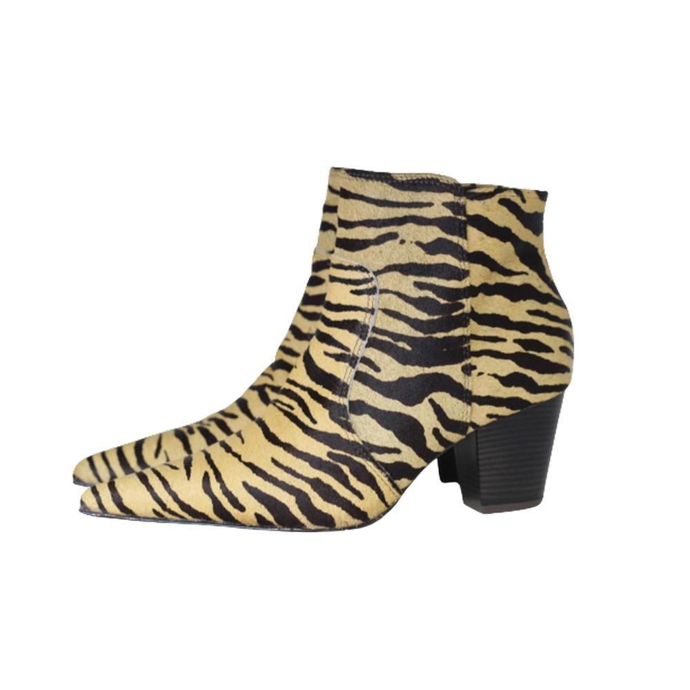 Bota Feminina Bico Fino Cano Curto Couro Salto 6 cm  Animal Print Pelo Zebra