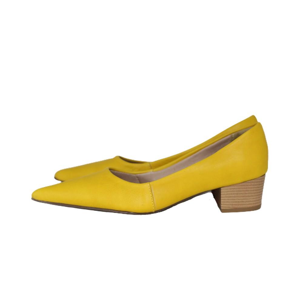 Scarpin Bico Fino em Couro Salto Grosso 4 cm  Amarelo