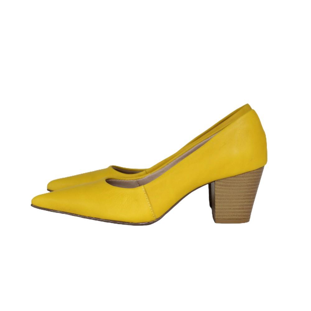 Scarpin Bico Fino em Couro Salto Grosso 6 cm Amarelo