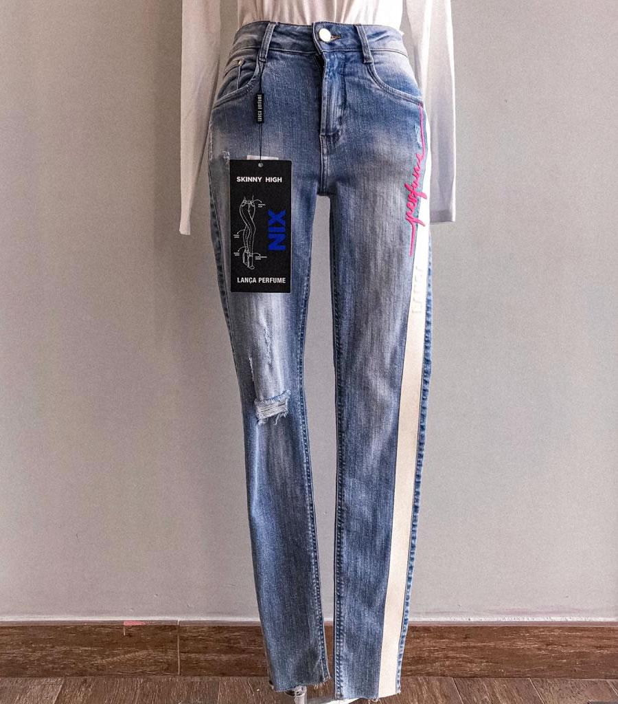 Calça jeans Lança Perfume detalhe neon