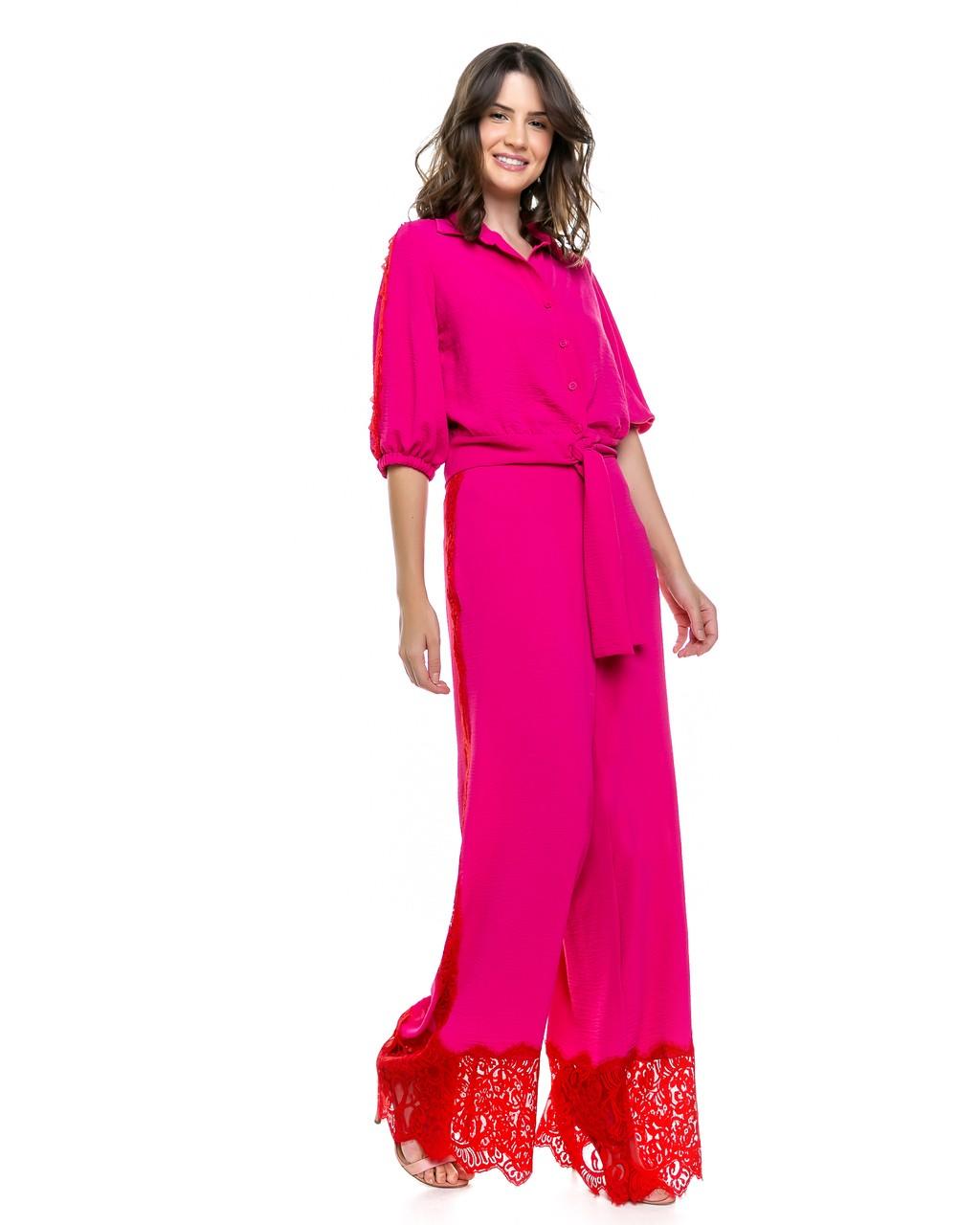 Calça Pantalona com Detalhes em Renda Chantilly