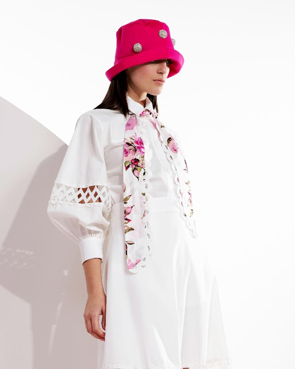 Camisa Alongada com Detalhe em Renda